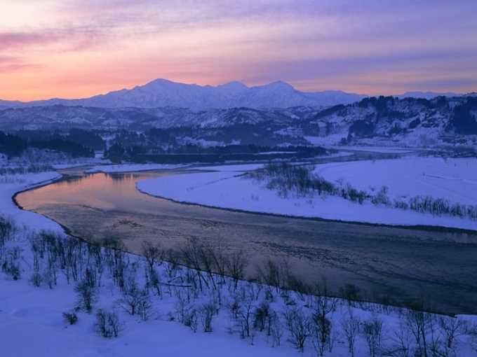 雪の信濃川(新潟)