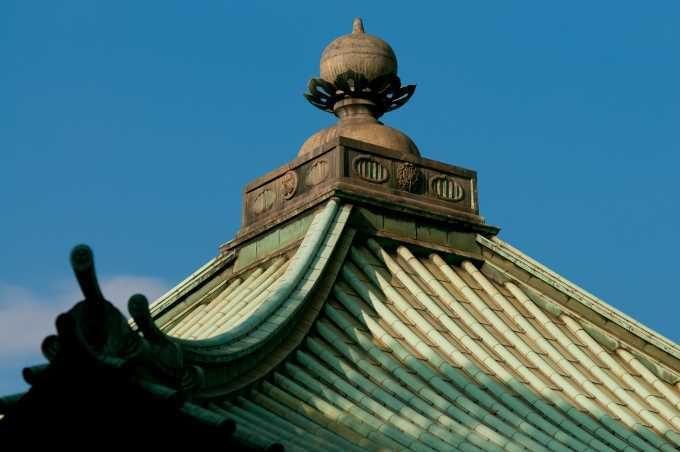 お寺の銅屋根の緑青(銅の錆)